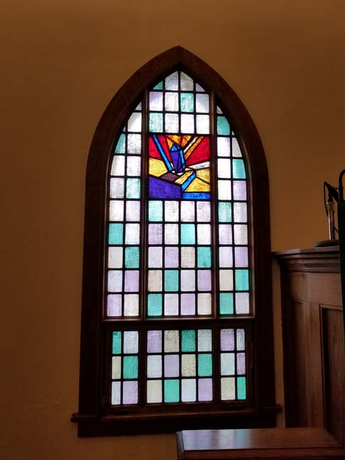 Window fabricated by Abraham Schuler Art Glass of Chicago, symbolizing the work of local masons. Photo by Laurie K. Sommers.